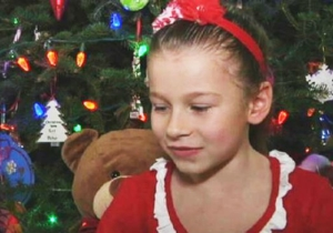A Little Girl Called 911 After She 'Accidentally' Touched Her Elf On The Shelf, Feared Christmas Ruined