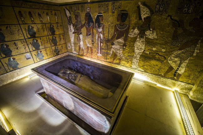 A picture taken on November 28, 2015 shows the golden sarcophagus of King Tutankhamun in his burial chamber in the Valley of the Kings, close to Luxor, 500 kms south of Cairo. Scans in King Tutankhamun's tomb in Egypt's Valley of the Kings point to a hidden chamber, the country's antiquities minister said Saturday, possibly heralding the discovery of Queen Nefertiti's resting place.