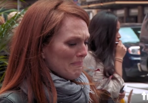 Here's Julianne Moore acting for tips on the streets of New York