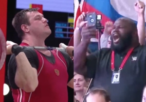 Watch WWE's Mark Henry Adorably Mark Out For A Weightlifting World Record