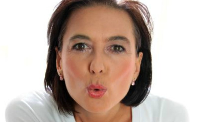 older-woman-blow-kiss1