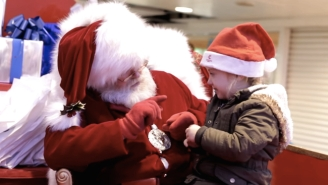 A Santa's Savvy Interaction With A Hearing-Impaired Girl Will Melt Your Heart