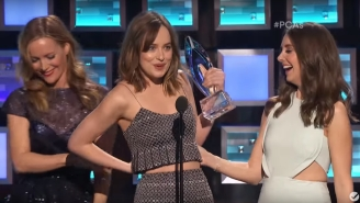 Dakota Johnson Jokes About Her Boobs After Leslie Mann 'Broke' Her Dress At The People's Choice Awards