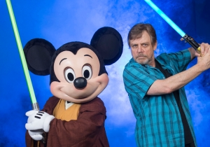 'Mark Hamill's Pop Culture Quest' Has Luke Skywalker Playing With All The Toys