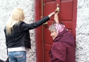 This 81-Year-Old Grandma Is An Unlikely 'Ding Dong Ditch' Master