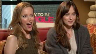 Watch Leslie Mann And Dakota Johnson Blatantly Hit On This Reporter Mid-Interview