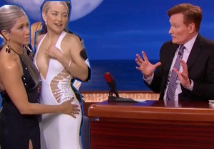 Kate Hudson Talks About Jennifer Aniston Getting Handsy With Her Booty On The Red Carpet
