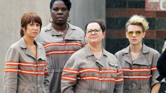New 'Ghostbusters' photos have Chris Hemsworth in full nerd mode, the ladies in streets