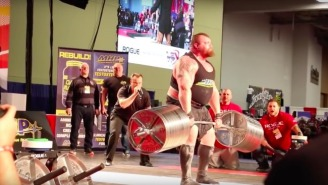 Strongman Eddie Hall Set A Record By Lifting Over 1,000 Pounds And The Bar Almost Quit