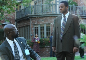 Review: 'The People v. O.J. Simpson' plays 'The Race Card' between Cochran & Darden