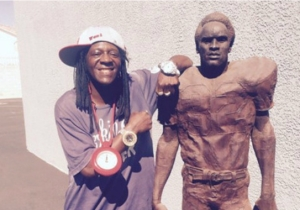 Flavor Flav Owns The O.J. Simpson Statue Featured In The Finale Of 'The People vs. OJ Simpson'