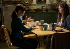 The First Photos From The 'Gilmore Girls' Revival Are Here, Complete With A Town Meeting