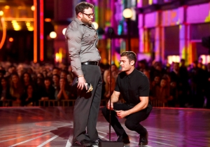 Seth Rogen Makes Zac Efron Apologize To 'His Testicles' At The MTV Movie Awards