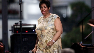 Aretha Franklin Pays A Soulful Tribute To Prince By Singing 'Purple Rain'