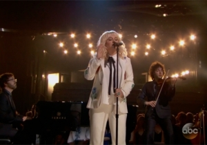 Watch Kesha's Emotional Performance Of Bob Dylan's 'It Ain't Me Babe' At The 2016 Billboard Music Awards