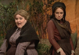 'SNL' Cut Sketch: Brie Larson And Aidy Bryant Give A Sexy Musical Eulogy On The Oregon Trail