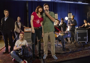Review: Can Cameron Crowe recapture 'Almost Famous' magic with 'Roadies'?
