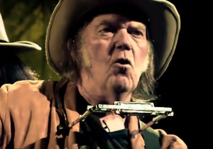 Neil Young Returns To 'The Tonight Show' To Counter Jimmy Fallon's Neil Young Impression