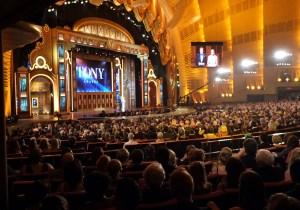 Tony Awards dedicates ceremony to Orlando shooting victims