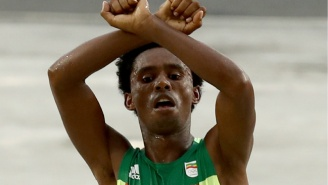 Ethiopia's Silver Medalist In The Marathon Risked Death With His Gesture At The Finish Line