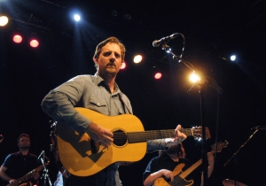 Sturgill Simpson Fires Off Some Kanye West-Level Critiques Of Mainstream Country Music