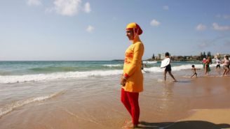This Simple Cartoon Illustrates Just How Ridiculous France's 'Burkini Ban' Is