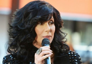 Cher Lashes Out At 'Chop Shop Doc' Dr. Oz After Donald Trump Visits His Show