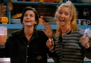 Lisa Kudrow And Couretney Cox Reuniting For Some 'Friends' Trivia Is A Fan's Dream Come True