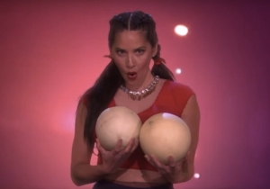 Olivia Munn And Chrissy Teigen Are Two-And-A-Half Star Strippers In Ellen's 'Magic Mike' Reboot