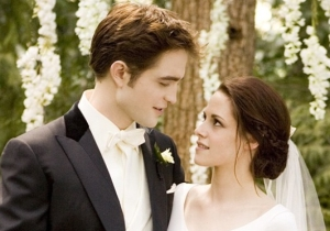 Get Ready To Reenact Your Favorite Parts Of 'Twilight' Using More Than 900 Props Up For Auction