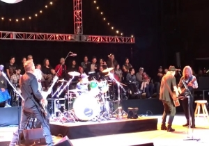 Neil Young And Metallica's Kirk Hammet Got In A Guitar Duel At An Acoustic Benefit Show