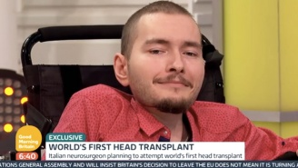 The First Human Head Transplant Patient Will Be Using VR To Help Adjust To His New Body