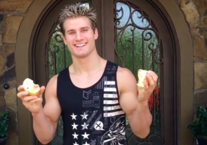 Enjoy MMA Whipping Boy Sage Northcutt's Apple-Demolishing Feats Of Strength