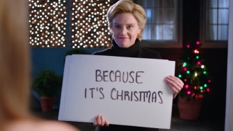 Hillary Clinton Gives The 'Love Actually' Treatment To An Elector On 'SNL'