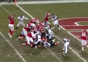 A 346-Pound Chiefs' Defensive Tackle Gave Us A Christmas Miracle By Throwing A Jump Pass Touchdown