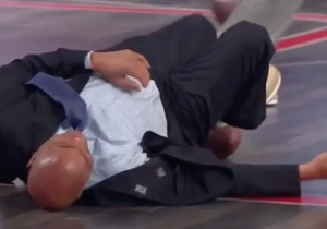 Charles Barkley Caught A Pass From Randy Moss, And Was Promptly Laid Out By Shaq