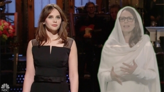 Felicity Jones Gets Some Sage Advice From Tina Fey To Kick Off The First 'SNL' Of 2017