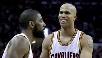 Richard Jefferson Paid Homage To Kyrie Irving's Flat-Earth Theory With This Amazing New T-Shirt