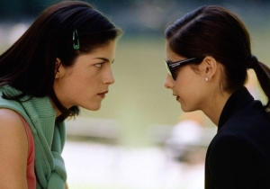E! Scrubbed The Iconic Same-Sex Kiss From 'Cruel Intentions' For Some Reason