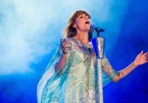 Watch Florence Welch And The xx Perform Their Glitchy, Delicate 'You've Got The Love' Remix Live