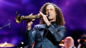 Kenny G Proves Good Things Can Still Happen On Planes With A Surprise Performance