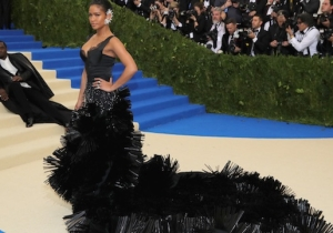 People Are Losing It Over Diddy's Ridiculous Red Carpet Pose