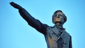 A New Orleans Crowd Watched The Statue Of Confederate President Jefferson Davis Come Down Overnight
