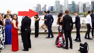 Justin Trudeau Casually Photobombed A Group Of Prom-Goers While Jogging In Vancouver