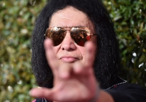 For $50,000 Gene Simmons Will Personally Come To Your House And Hand-Deliver His New Deluxe Box Set
