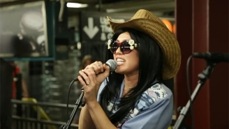 Miley Cyrus Goes Undercover In The New York Subway For A Sensational Performance Of 'Jolene'