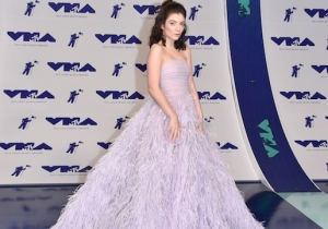 All The VMAs 2017 Red Carpet Looks That Are Already Heating Up The Night