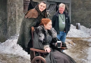 'Game Of Thrones' Outtakes Show Arya And Sansa Clowning Around And Almost Kissing
