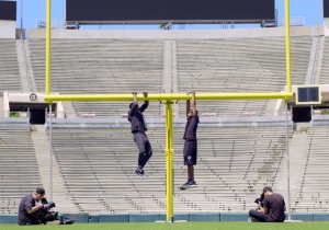 Watch Nick Cannon Belt Out A 'Dreamgirls' Classic While Hanging From A Goal Post On 'Hang Time'