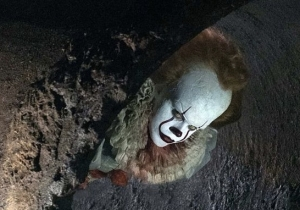 Pennywise Recreates An Iconic Scene From Stephen King's Book In 'It: Chapter 2' First Look